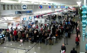 airport-security-line
